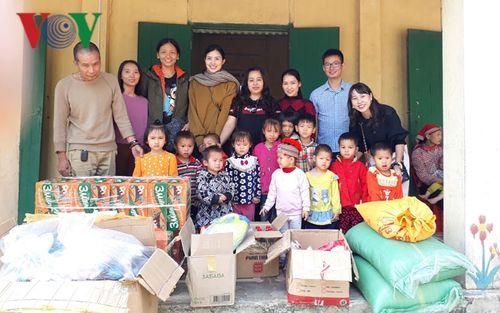 Nhà hảo tâm giúp đỡ học sinh mầm non bán trú ở bản 'leo'