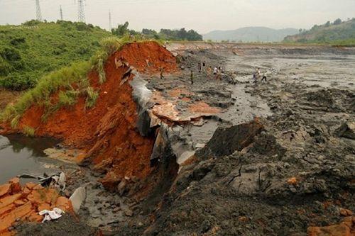 Thấy gì từ sự cố tràn và vỡ đê bao bãi chứa thạch cao Gyps tỉnh Lào Cai?