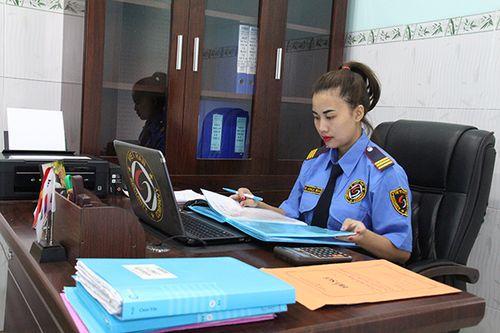 Nữ giám đốc của công ty dịch vụ bảo vệ