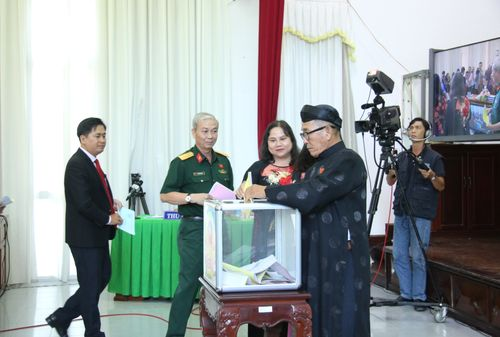 Chủ tịch và Phó Chủ tịch Cần Thơ đạt 100% phiếu tín nhiệm cao