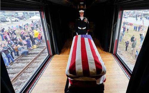 Chuyến tàu đặc biệt đưa cố Tổng thống Bush về nơi an nghỉ cuối cùng