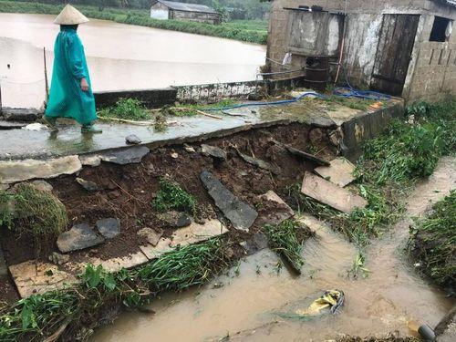 Hàng loạt tuyến đường Quảng Trị sạt lở, hư hỏng do mưa lũ