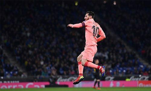 Messi lập kỷ lục nhờ cú sút phạt vào lưới Espanyol