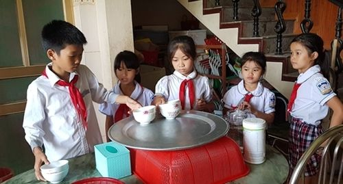 Ấm áp bữa cơm miễn phí của một cô giáo giàu lòng nhân ái