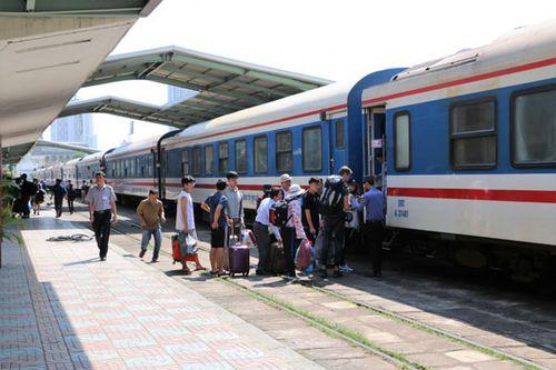 Tăng cường 12 đoàn tàu tuyến Sài Gòn-Nha Trang dịp Tết Dương lịch