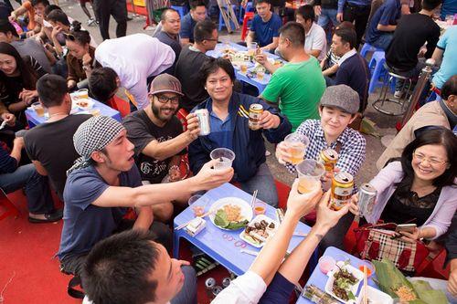 Lễ hội bia Hà Nội 'nóng bừng' giữa tiết trời lạnh giá