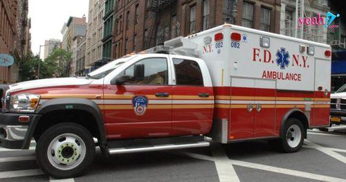 Tài xế xe cứu thương lên cơn đau tim, bệnh nhân được cấp cứu phải bật dậy cầm lái