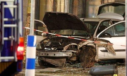 Lao xe vào dòng người xếp hàng ở Đức, 10 người thương vong