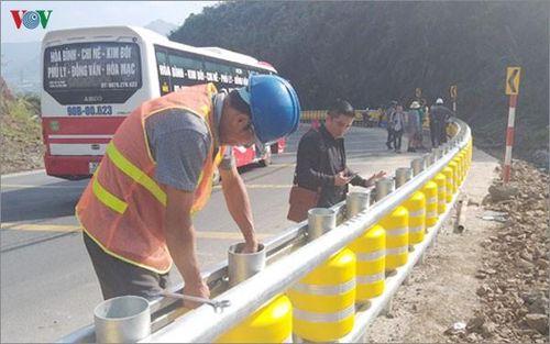 Việt Nam lắp đặt hệ thống rào chắn xoay tại điểm đen tai nạn giao thông
