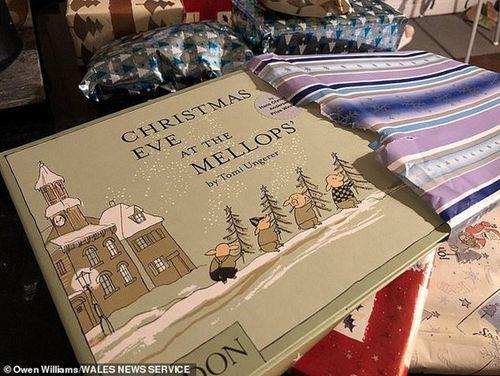 Nhận món quà giáng sinh 'khủng', cậu bé vỡ òa thốt lên 'Con rất nhớ bố'
