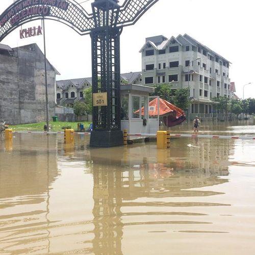 Giải pháp nào có thể 'cứu' các tuyến phố ở Hà Nội bị ngập sâu khi mưa lớn?