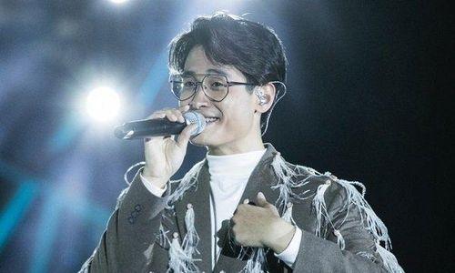 Hà Anh Tuấn xúc động hát tặng fan mất vì bệnh tim