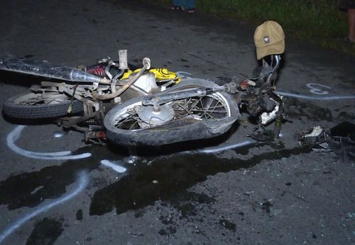 Ôtô va chạm với xe máy đêm Noel, nam thanh niên nguy kịch