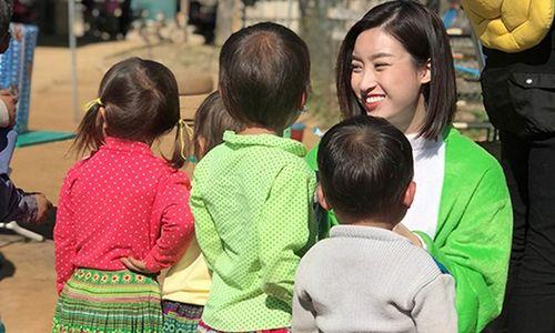 HH Đỗ Mỹ Linh 'hóa' thỏ bông vì các em nhỏ ở Yên Bái