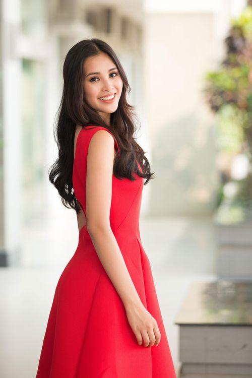 Hoa hậu Trần Tiểu Vy: Mang hơi ấm từ ngọn lửa nhỏ