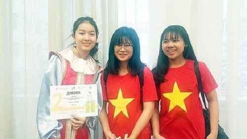 Hai nữ sinh Việt đoạt huy chương tại Olympic tiếng Nga quốc tế lần thứ 16