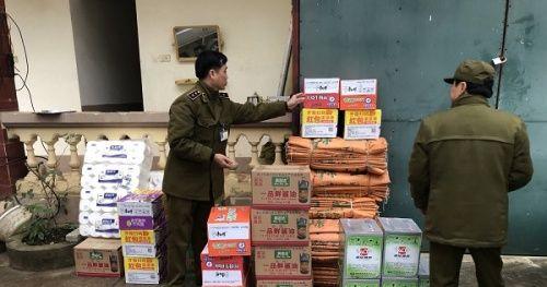 Thu giữ lượng lớn xì dầu, mì ăn liền Trung Quốc tuồn lậu về Việt Nam tiêu thụ dịp Tết