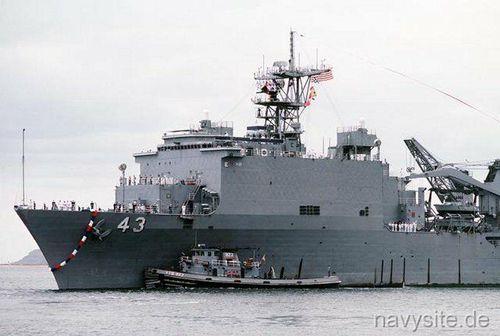 Tàu đổ bộ USS Fort McHenry của Mỹ tiến vào Biển Đen