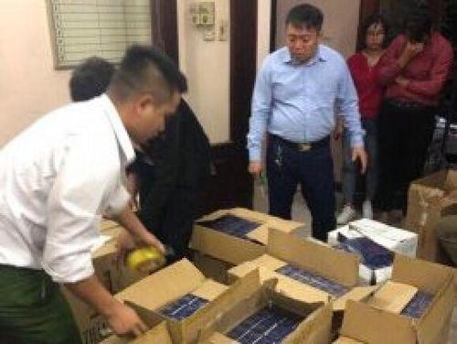 Hà Nội: Bắt quả tang đối tượng vận chuyển hơn 10.000 bao thuốc lá lậu