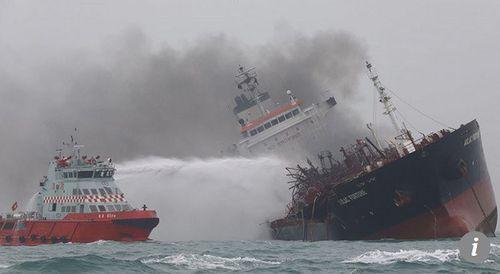 Vụ cháy tàu Việt Nam ở Hong Kong: Chưa tìm thấy 2 thuyền viên mất tích