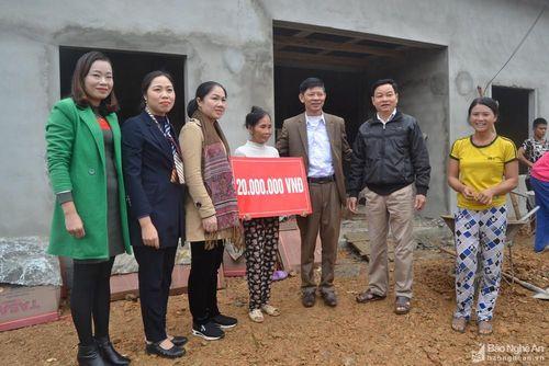 Hỗ trợ tiền làm nhà cho hộ nghèo ở Con Cuông