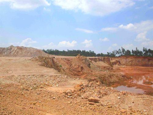 Phạt doanh nghiệp khai thác đất trái phép 90 triệu đồng