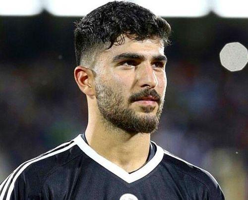 Thủ môn 9X tuyển Iran điển trai, có cha là ngôi sao bóng đá