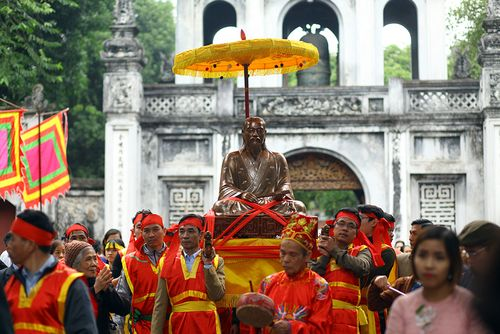 Trao và rước tượng danh nhân Nguyễn Quý Ân