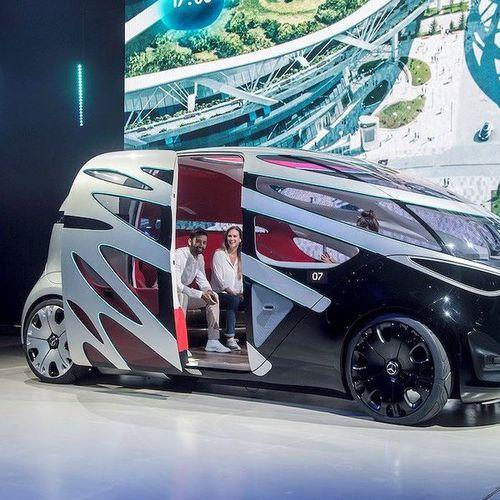 Mercedes Vision Urbanetic: Ô tô điện tự hành 'dị, độc, lạ'