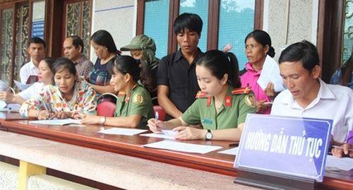 Cấp, đổi hộ chiếu cho người dân vùng biên