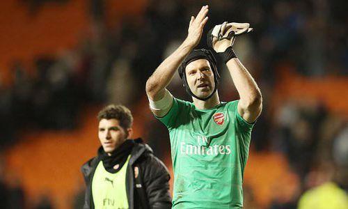 Thủ môn Petr Cech bất ngờ tuyên bố giải nghệ