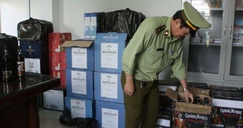 Đà Nẵng: Tạm giữ hơn 600 chai rượu ngoại không tem mác