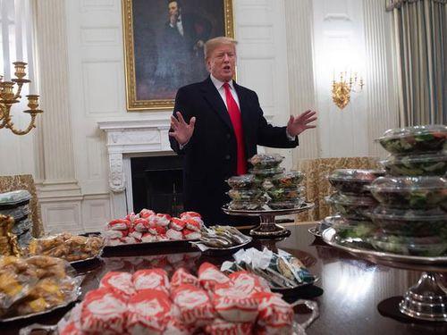 Tổng thống Mỹ chiêu đãi tiệc bằng...đồ ăn nhanh