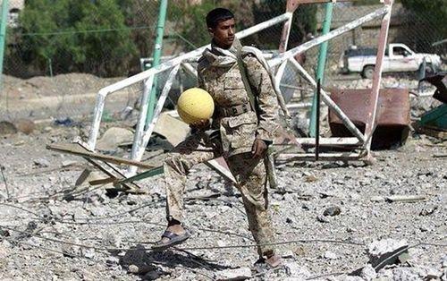 Câu chuyện truyền cảm hứng ở đất nước bom đạn Yemen - Cầu thủ đấu với tuyển Việt Nam làm taxi, shipper và tập luyện ở bãi rác