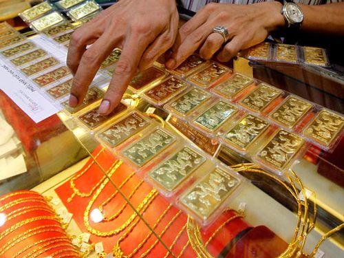 Giá vàng thế giới vẫn treo ở mức cao
