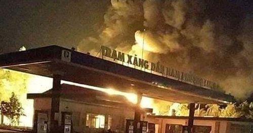 Hai nhân viên cây xăng nguy kịch khi xe bồn bốc cháy lúc bơm xăng vào hầm chứa