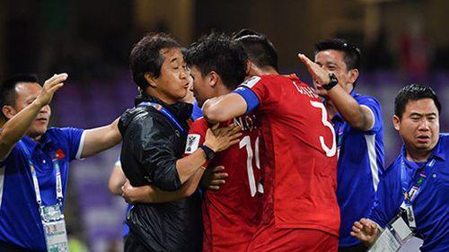 Asian Cup: Chơi fair-play, Việt Nam vào vòng 1/8