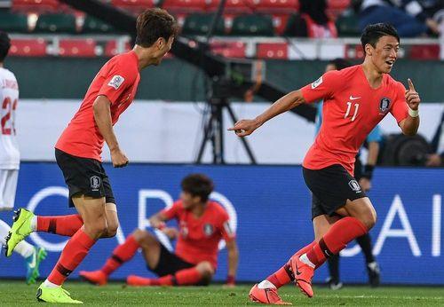 Dự bị lập công, Hàn Quốc vượt Bahrain vào tứ kết Asian Cup