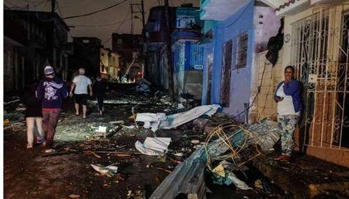 Lốc xoáy kinh hoàng tấn công Cuba, 175 người thương vong