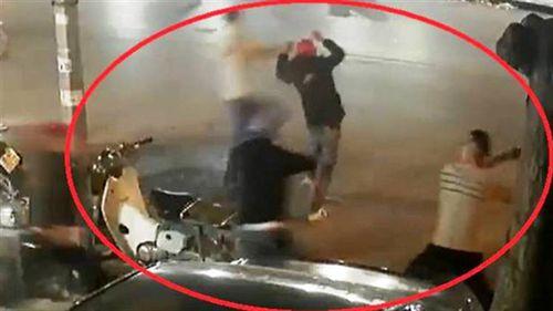 Quỳ xuống van xin vẫn bị đánh dã man: Lời nạn nhân