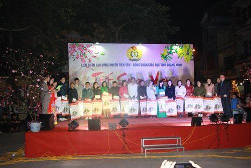 Quảng Ninh: Rộn rã Tết sum vầy