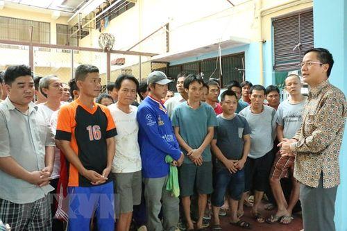 Đại sứ quán Việt Nam tại Indonesia thăm lãnh sự ngư dân