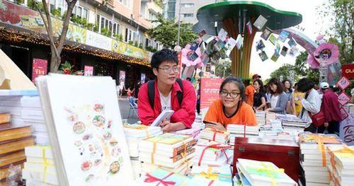 Bìa báo xuân Báo Người Lao Động đoạt giải khuyến khích 'Lễ hội đường sách Tết Kỷ Hợi 2019'