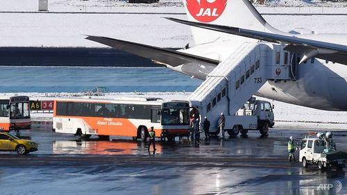 Máy bay bất ngờ trượt khỏi đường băng khi hạ cánh