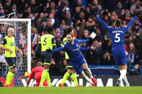Higuain nổ cú đúp, Chelsea đại thắng '5 sao'