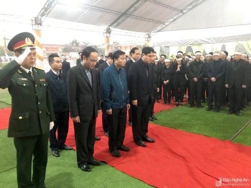 Đoàn đại biểu tỉnh Nghệ An viếng đồng chí Nguyễn Đức Bình tại Hà Tĩnh