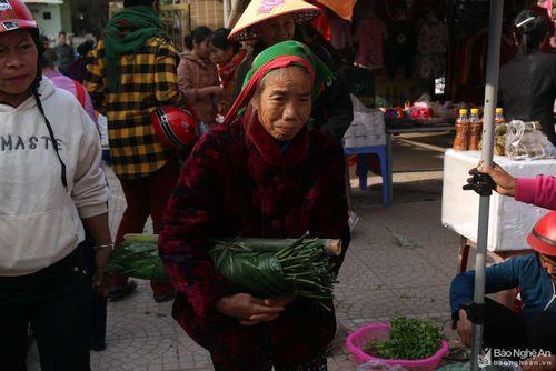 Lên chợ phiên vùng cao ngày cuối năm mua đặc sản ăn Tết