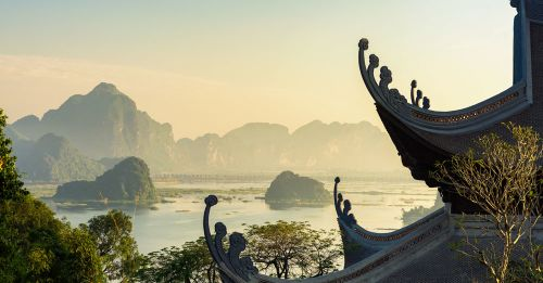 Đấu giá thiên thạch mặt trăng, đại gia xây chùa lớn nhất Việt Nam