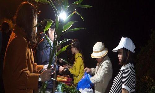 Độc đáo phiên chợ hái lộc lúc nửa đêm