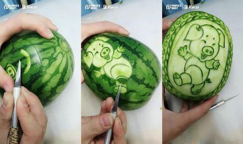 Clip: Khắc tỉa hình lợn trên dưa hấu đẹp mê ly